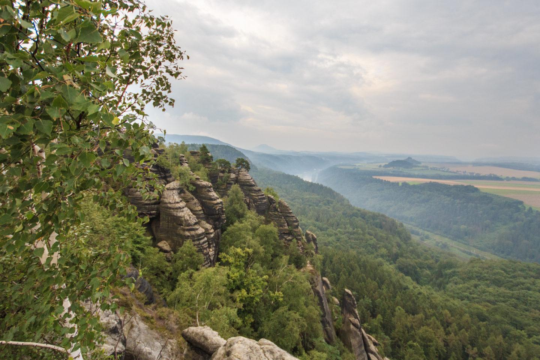 Die Schrammsteine mit der Elbe